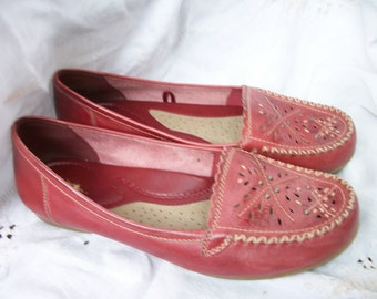 Moccasin Slip on Shoes ~ Vintage Leather Retro Cut Outs & Studded ~ 10 M