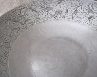 Vintage 40's Everlast Forged Aluminum Intaglio Bowl