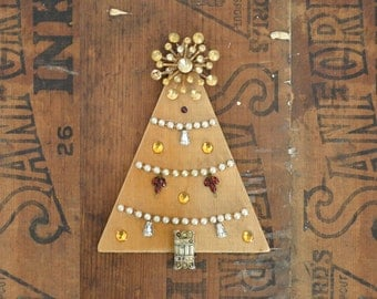 original handmade ornament with vintage brooch by Elizabeth Rosen