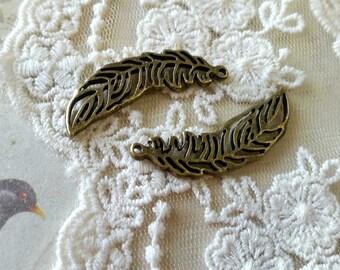 36 x 12 mm Antiqued Bronze Feather Charm Pendant (.tu)