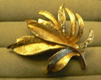 vintage jewels ...  unsigned Gold toned LEAF BROOCH with paste stones Pin   ...