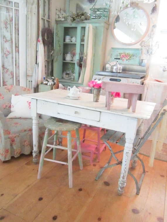 shabby chic chippy pink vintage stool farmhouse cottage. Black Bedroom Furniture Sets. Home Design Ideas