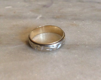 14k white and yellow gold band with arrow and heart design size 7