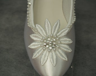 Ready to Ship Size 7 White Daisy flower Flats w pearls and glass crystals,Romantic, Deco Nouveau,Great Gatsby Style Slipper,Satin Closed toe