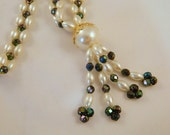 Flapper Style Vintage Necklace / 1960s Pearl Necklace / Roaring 20s Great Gatsby Bead Necklace