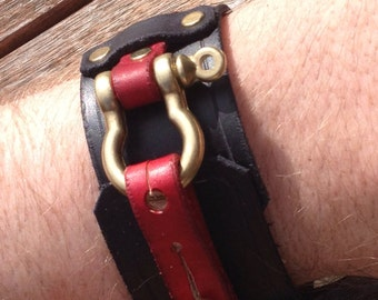 Dual colour steampunk leather cuff (The lord Loverduc)