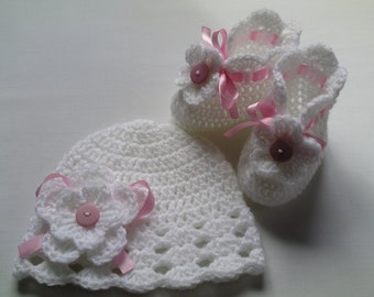 Crochet Baby Booties and Baby Hat beanie gift baby white satin ribbon flowers