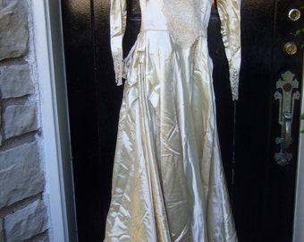 1950s Stunning Duchess Satin Wedding Gown Petite Size