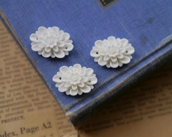 6 pcs White Resin Oval Flower Rose Cabochons Connectors with Holes 26 x 19mm (WTRC2028)