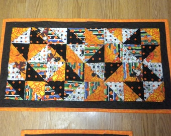 Halloween table runner and wall hanging