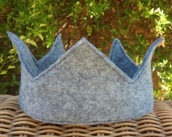 Winter Gray/Curved Point Boys Crown