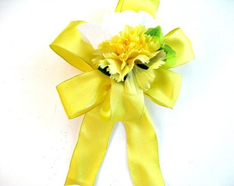 Birthday gift bow/ Special Occasion bow/ Gift wrap bow/ Gift bow for women/ Bow for presents/ Yellow, white and green floral gift bow (HB70)