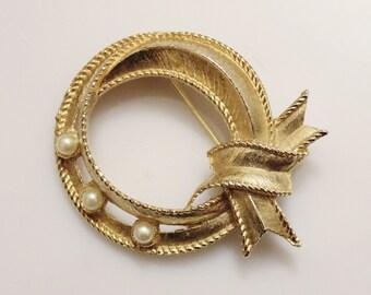 Vintage Gold Pearl Brooch