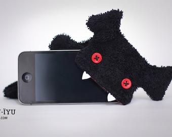 Fluffy Cellphone Case for iPhone 5 & SE - Fellfische - Vampire