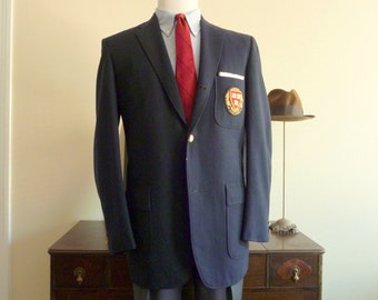 Vintage 1960s Chipp New York HARVARD UNIVERSITY Navy Blue College Club 3 Patch Pocket Blazer 42 R. Made in USA.