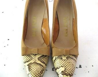 vintage. CAMEL. suede. SNAKESKIN. bow. PUMPS. 1960s. Size 7.5.