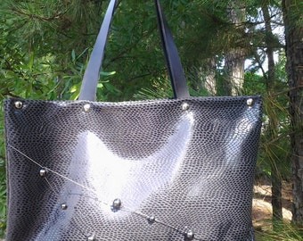 Stylish Black Textured Leather Tote bag