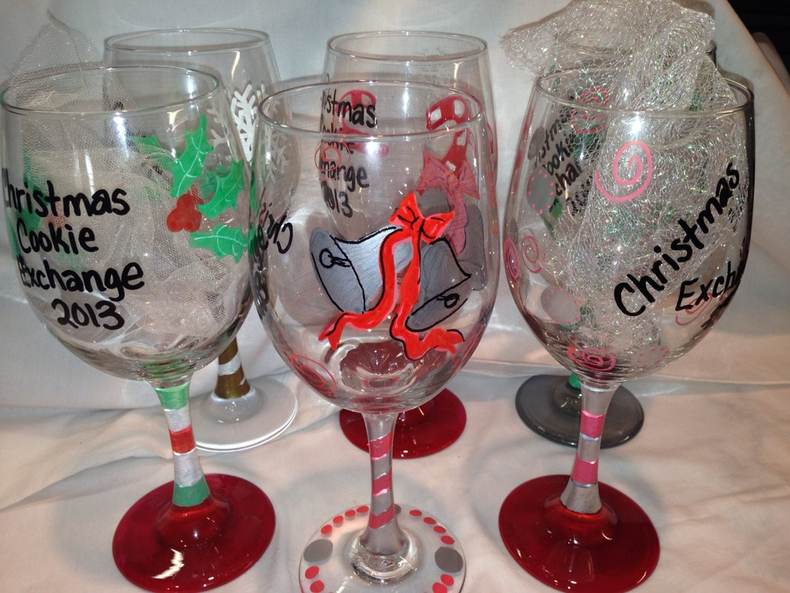 Christmas wine glasses custom made hand painted for Hand designed wine glasses