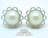 "Silver Faux Pearl Plugs / Gauges. 4g / 5mm, 2g / 6.5mm, 0g / 8mm, 00g / 10mm, 1/2"" / 12mm, 9/16"" / 14mm by Gauge Queen on Etsy"