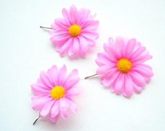 pink daisies, set of three bobby pins, weddings accessories, bridal flowers hair clip, bridesmaids, flower girls, girls photo prop, daisy