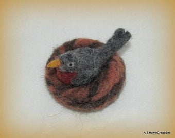 needle felted robin on nest wth eggs