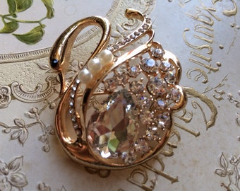 Lovely swan golden pearls and rhinestone crystals brooch pin