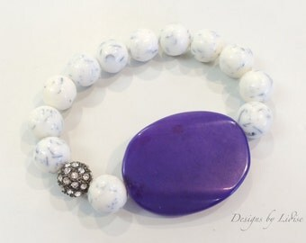 White Gray Resin Beaded Statement Bracelet with Large Oval Amethyst Agate Stone