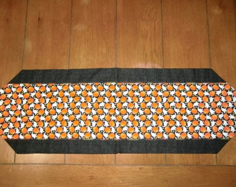 Table Runner - Halloween - Lots of Ghosts & Pumpkins - Plain Back