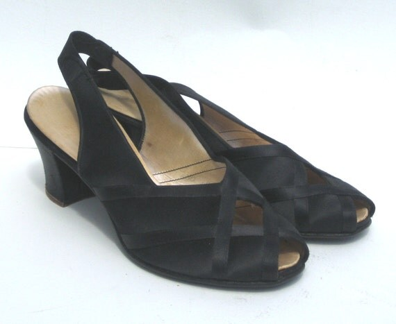 Size 75 1940s daniel green black satin by splendoreboutique for Daniel green bedroom slippers