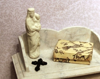 Madonna and the child statuette, dollhouse miniature, scale 1:12