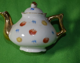 ON SALE  Vintage Miniature Teapot Made in Occupied Japan