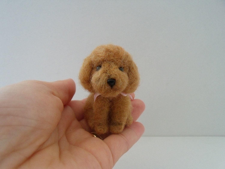 Gefilzte Mini Toy Pudel