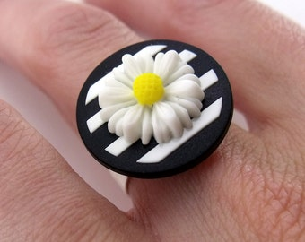 Button Ring - Mod Black & White Stripes White Daisy Silver Plated Ring Base