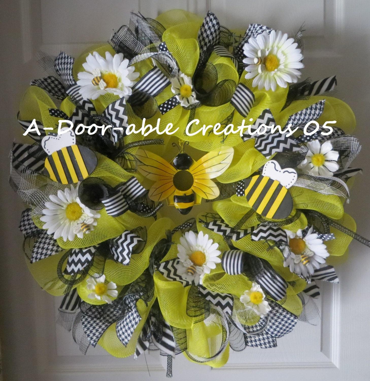 Bee Utiful Deco Mesh Bumble Bee Wreath