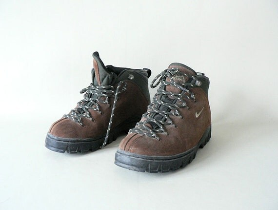 Model Vintage Retro Womenu0026#39;s Nike Hiking Boots Shoes U.S Size 6.5