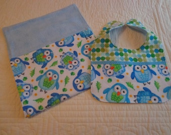 Baby Bib and Burp cloth, Owl Flannel, Baby shower gift, Mom and Baby