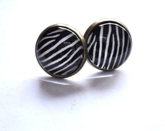 Stud earring zebra pattern