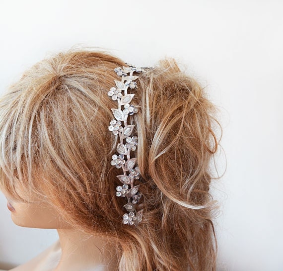 Rhinestone barrettes can be used to gather long hair for a sensual look. But even if your hair is a bit on the short side, why not glam up your do by adding a few barrettes? Braids are popular in today's hair .