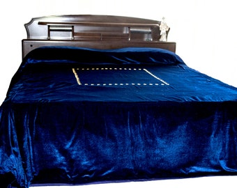 Navy blue bedcover with gold sequin hand embroidery - Couture bed linen in  luxe velvet - King Size bedspread