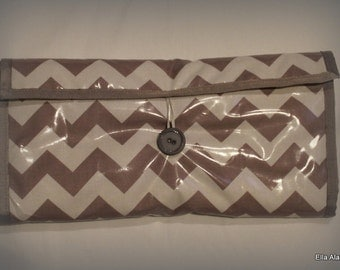 Clutch changing pad in  Gray Chevron