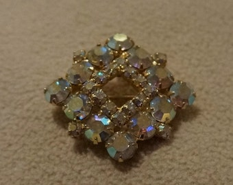 Vintage Yellow Gold Tone  Multi Round Blue Aurora Borealis Pin Brooch