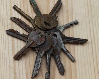 12 Old Vintage Keys for your art