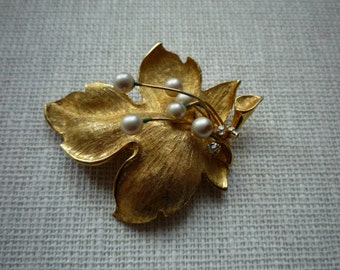 Vintage Leaf Motif Faux Pearl Rhinestone Brushed Gold Tone Brooch Pin