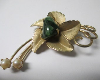 Vintage Spring Time Flower with pearls and green stone brooch label pin gold toned  no markings