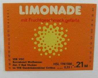 One beverage label from the GDR (1): Limonade mit Fruchtgeschmack, gefärbt. VEB VGC Weißwasser Bad Muskau, Getränkekombinat Cottbus. Vintage