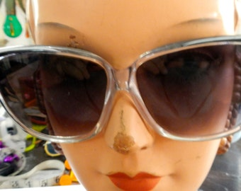 Banneau,Taiwan ,black and white plastic sunglasses from the 70s in good shape