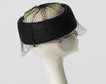 Pillbox hat in Black and ivory with black veiling accents