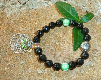 The bargain corner -Bracelet with Millefiori glass beads - light green and white - and onyx glossy, faceted beads.