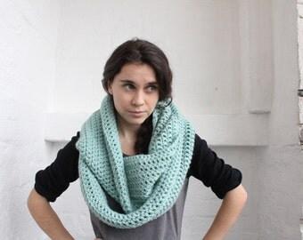 Oversized chunky Scarf. crochet cowl scarf. Mint green cowl. mint scarf. chunky scarf. chunky scarf infinity. Cowl scarf. Infinity scarf