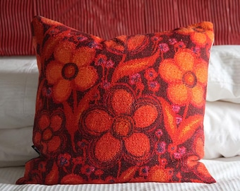 "Floral bright orange/red/brown pillow cushion cover 45 x 45 cm (17 3/4 in.) Recycled 1970's bark cloth fabric ""Krisna"""